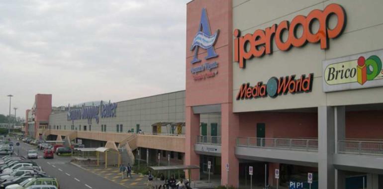 Presso il centro commerciale acquario presente lo stand for Acquario vignate